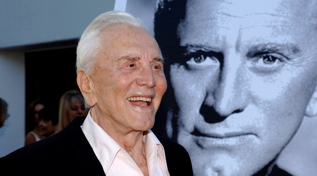 Actor Kirk Douglas en California (EE.UU.). 30 de julio de 2006. /Foto: Phil Klein (Reuters)